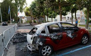 Une voiture brûlée à Beaumont-sur-Oise le 21 juillet 2016