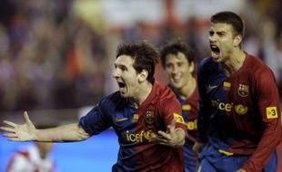 Les joueurs du FC Barcelone (Messi, Bojan et Piqué, de gauche à droite), vainqueurs de la Coupe d'Espagne, le 13 mai 2009 face à Bilbao, à Valence.