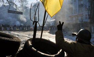 """L'opposition ukrainienne a demandé mardi au président de mettre un terme à la """"dictature"""" en réduisant ses pouvoirs par une réforme constitutionnelle """"urgente"""", alors que le pouvoir a fait miroiter la possibilité d'élections anticipées."""