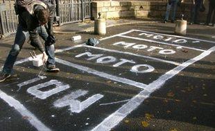 Les manifestants ont peint samedi de fausses places de stationnement devant les grilles de l'hôtel de ville de Nantes?