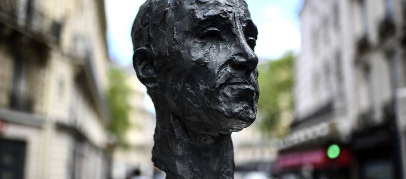 Le buste de Charles Aznavour inauguré le 22 mai 2021 à Paris