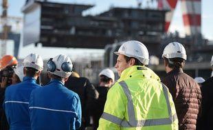 Des ouvriers pendant la cérémonie des pièces du MSC Bellisima en novembre 2017.