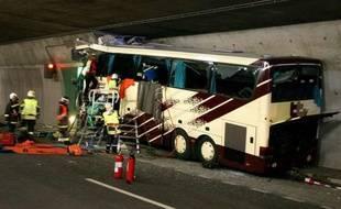 Vingt-huit touristes belges, dont 22 enfants, sont morts dans un accident de car à Sierre, en Suisse, le 13 mars 2012.