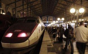 Le trafic est normal jeudi matin sur l'ensemble du réseau ferroviaire d'Ile-de-France quelques heures après une série d'incidents qui ont bloqué des dizaines de milliers de voyageurs, a-t-on appris auprès de la SNCF Transilien.