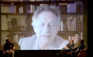 Le champion de Formule 1 Jackie Stewart et le réalisateur Brett Ratner discutent via Skype avec Roman Polanski, le 7 novembre 2013, à New York.
