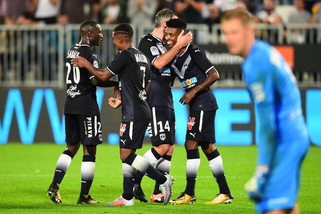 La joie des Girondins après le but de Cafu face à Guingamp.