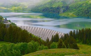 Le barrage de Roselend, dans le beaufortin, n'est que l'un des 1,2 million d'obstacles fluviaux estimés en Europe