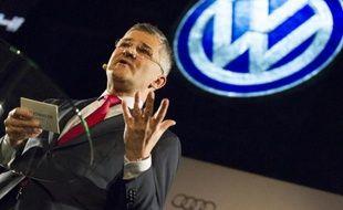 Michael Horn, patron de Volkswagen aux Etats-Unis, parle à la presse, le 11 janvier 2015 au salon automobile de Detroit