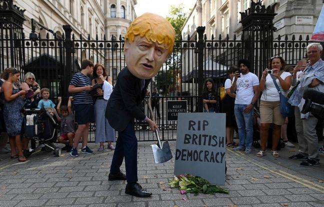 Le Premier ministre britannique Boris Johnson a décidé mercredi de suspendre le Parlement pendant cinq semaines jusqu'au 14 octobre, soit deux semaines seulement avant la date du Brexit.