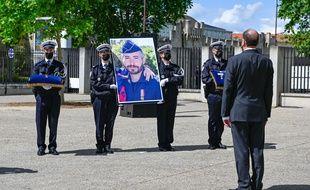 Hommage national au policier Eric Masson tué a Avignon
