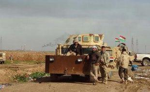 Des soldats irakiens près du village d'Al-Assal le 1er février 2015