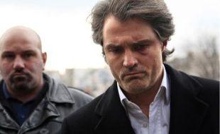 Stéphane Delajoux, « le médecin des stars », a été accusé d'avoir mal opéré Johnny.