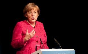 """La chancelière allemande Angela Merkel a une nouvelle fois catégoriquement rejeté l'idée d'euro-obligations, assurant mardi qu'il n'y en aurait """"aussi longtemps que je vivrai"""", selon des participants à une réunion du groupe parlementaire libéral (FDP)."""