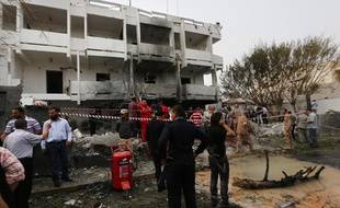 Un attentat à la voiture piégée a touché l'ambassade de France à Tripoli (Libye), le 23 avril 2013.
