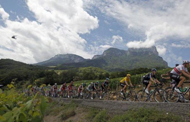 Les coureurs du Tour de France, lors de la 12e étape, le 13 juillet 2012.