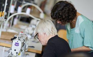 Opération de prototypage pour la nouvelle collection upcycling textile chez Blancheporte, à Roubaix.