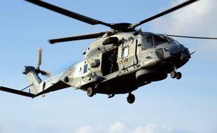Un hélicoptère Caïman de sauvetage en mer