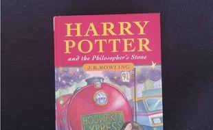 Un exemplaire du premier tome d'Harry Potter vendu 84.000 dollars aux enchères