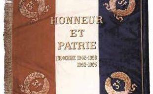 Le drapeau du 3e régiment de parachutistes d'infanterie et de marine (RPIMA).