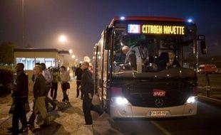 """L'activité a repris """"normalement"""" mardi matin à l'usine PSA Peugeot-Citroën d'Aulnay-sous-Bois, où les ouvriers effectuaient leur rentrée après quatre semaines de vacances et une semaine de chômage partiel, a indiqué à l'AFP la direction du site."""