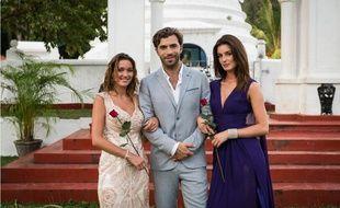 Le Bachelor Marco entouré des deux finalistes Linda (à gauche) et Shirley.