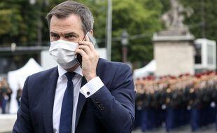Olivier Véran au téléphone avec Emmanuel Macron.