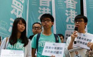 L'étudiant militant Joshua Wong et des membres du groupe prodémocratie Demosisto manifestent à Hong Kong le 17 juin 2016