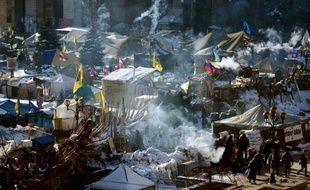 """Allongé sur un matelas de fortune, Petro se frotte les yeux gonflés par le sommeil et soupire: """"Il faut tenir pour obtenir des résultats"""". Après deux mois d'occupation de la mairie de Kiev, les traits sont tirés. Et la sécurité est sur les dents."""
