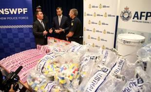 L'Australie a annoncé lundi la saisie de 800 millions d'euros de méthamphétamine liquide, dissimulée notamment dans des coussinets de soutiens-gorge, l'une des plus grosses prises de l'histoire de la lutte antidrogue sur l'île-continent.