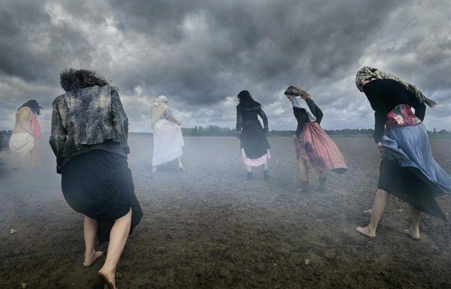 A la fin du XIX siècle, en Anjou, la tradition paysanne voulait que les femmes traversent les champs pendant leurs règles pour faire éradiquer les chenilles, limaces ou sauterelles.