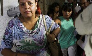Les proches des touristes mexicains tués en Egypte, embarquent le 14 septembre 2014 à l'aéroport de Guadalajara à Mexico à destination du Caire