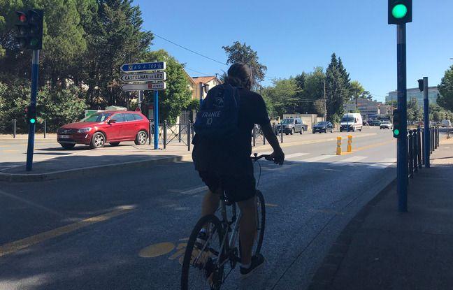 Un vélo sur une piste cyclable transitoire, sur la Pompignane