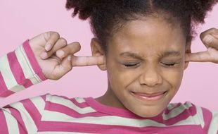 L'exposition à des sons trop forts peut entraîner des troubles de l'audition chez les plus jeunes.