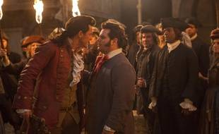 Luke Evans (Gaston) et Josh Gad (Le Fou) dans «La Belle et la Bête».