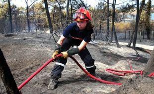 Une sapeuse-pompière après l'incendie d'Anglet.