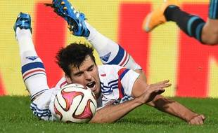 Lyon's French midfielder Yoann Gourcuff falls with the ball after being tackled by Marseille's French midfielder Giannelli Imbula during the French L1 football match Olympique Lyonnais (OL) vs Marseille (OM) on October 26, 2014, at the Gerland Stadium in Lyon, central-eastern France. AFP PHOTO / PHILIPPE DESMAZES