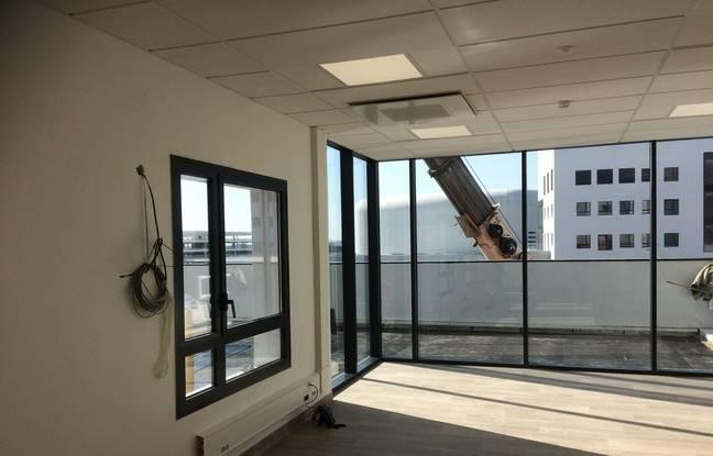 Un terrasse accessible aux patients est attenante à la salle d'activité.