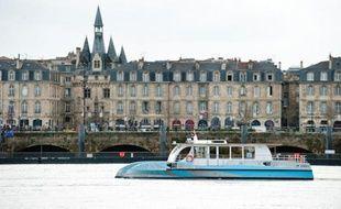L'hirondelle, l'une des navettes fluviales, en essai sur la Garonne.