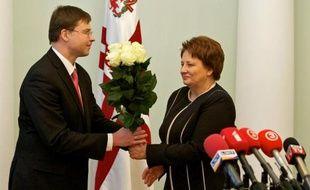 Mme Laimdota Straujuma, 62 ans, sera la première femme à diriger le gouvernement en Lettonie, après le feu vert donné mercredi par le Parlement à ce nouveau cabinet de centre droit.