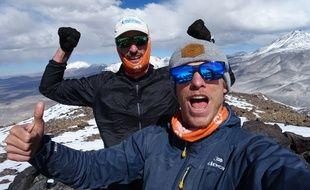 Antoine Retours et Etienne Loisel, ici au sommet du volcan Vicunas au Chili en février.