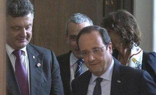 Petro Porochenko (à gauche) et François Hollande à Varsovie le 4 juin 2014