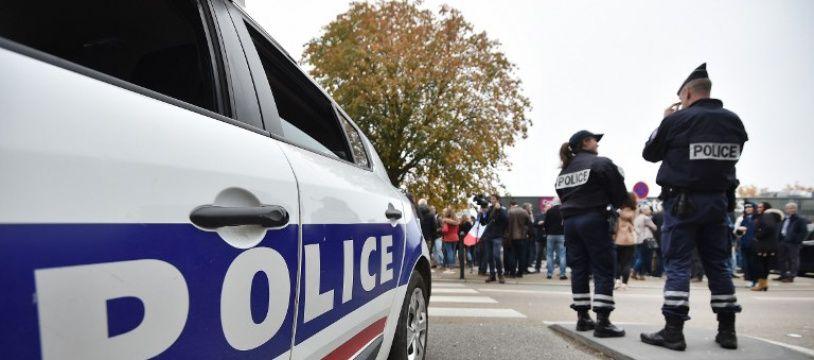 Un homme a été arrêté et placé en garde à vue à tour, après avoir agressé des passants.