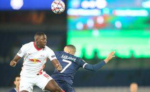 Ibrahima Konaté, le défenseur du RB Leipzig, ici face au PSG en novembre 2020.