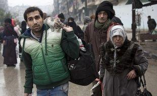 Alep-est (Syrie). Des civils fuient les combats qui font rage, le 13 décembre 2016.