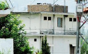 Les forces de sécurité pakistanaises ont commencé samedi la démolition de la maison où Oussama Ben Laden a été tué par un commando américain dans la ville de garnison d'Abbottabad (nord-ouest), ont annoncé la police et des témoins.