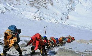 Des alpinistes sur l'Himalaya