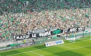 Les Magic Fans ont dédié une banderole à Marin, jeune supporter stéphanois agressé en novembre 2016 à Lyon.