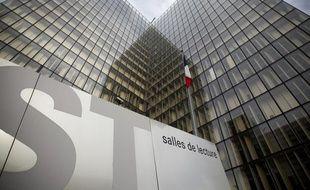 La Bibliothèque nationale de France dans le 13e arrondissement à Paris, le 15 octobre 2013.