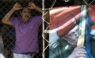 Vingt-quatre détenus et le parent d'un prisonnier ont été tués dimanche dans des affrontements entre bandes rivales dans la prison de Yare I, près de Caracas, a annoncé lundi le gouvernement vénézuélien, nouvel épisode de violence dans les centres pénitentiaires surpeuplés du pays.