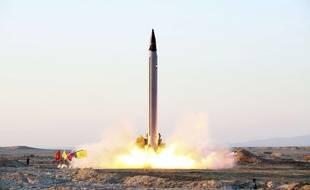 Le Japon prévoit de faire l'acquisition des missiles offensifs air-sol pour contrer la menace militaire nord-coréenne.